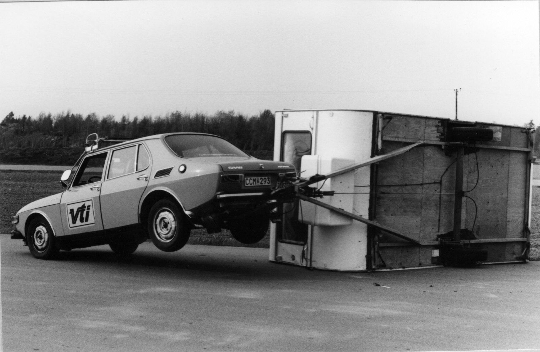 Hur undviker man wobbling vid körning med släpvagn?
